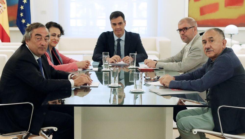 Los líderes sindicales y de la Patronal reunidos con Pedro Sánchez