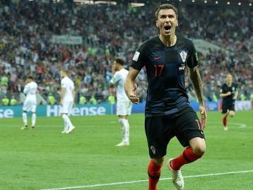 Mario Mandzukic celebra su decisivo gol en el tiempo extra ante Inglaterra