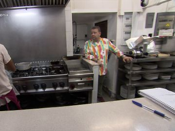 Alberto Chicote alucina con los métodos del cocinero del 'Phoenix'
