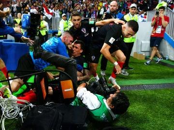 La locura en la celebración del gol de Mandzukic