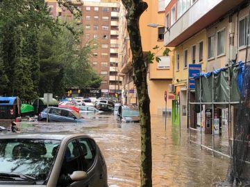 Coches atrapados en una tormenta en Zaragoza.