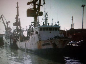 "vista general del buque pesquero español ""Dornera"""