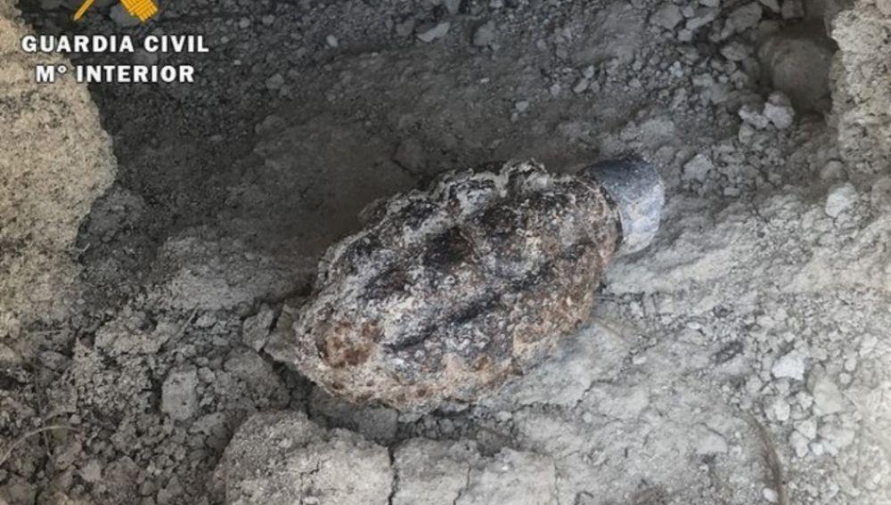 Imagen de la granada sin detonar de la Guerra Civil encontrada en Zaratán, Valladolid
