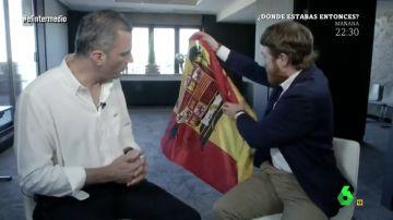 """La 'antientrevista' completa de Manuel Burque al líder de Vox: """"Lamentablemente no te acepto el regalo"""""""