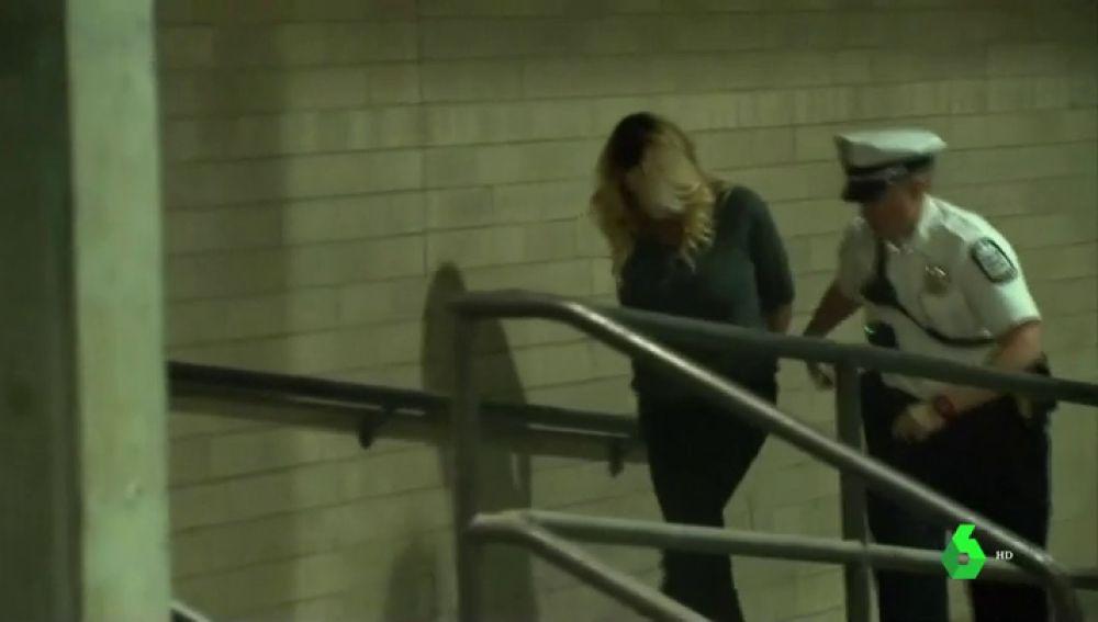 La actriz Stormy Daniels en el momento de su detención