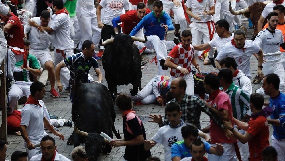 Imagen del encierro de San Fermín protagonizado por los toros de Victoriano del Río