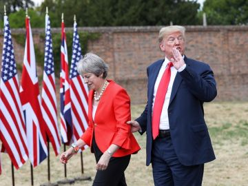 El presidente de EE.UU., Donald J. Trump, y la primera ministra británica, Theresa May,