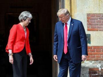 La primera ministra británica, Theresa May, recibe al presidente de EE.UU., Donald J. Trump