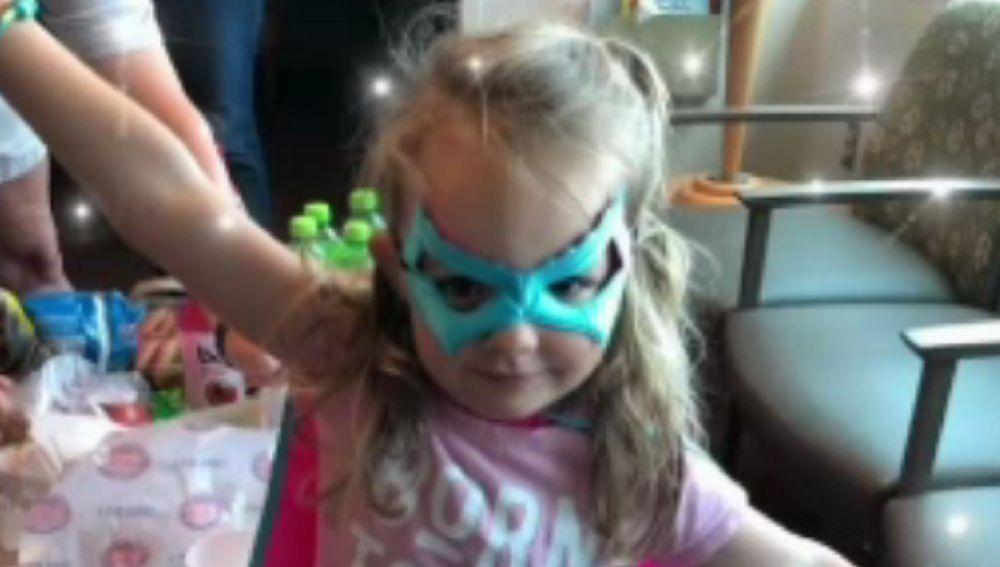 Molly McCabe de Winchester, la niña de tres año que salva a su padre