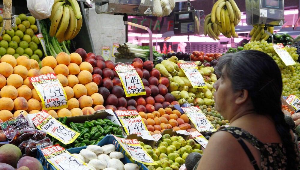 Puesto de fruta en el mercado de las Maravillas, Madrid