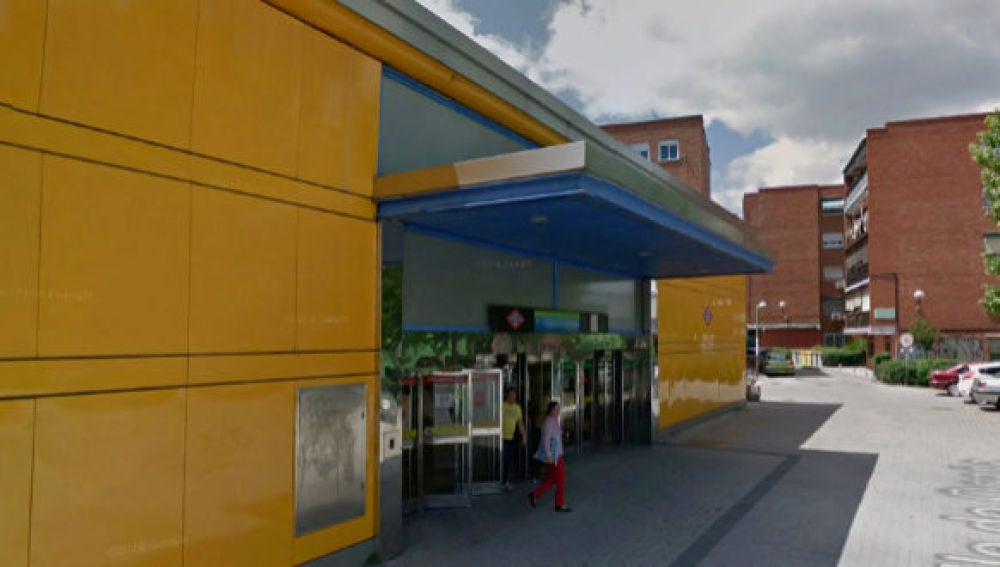 Salida de la parada de Metro de Eugenia de Montijo