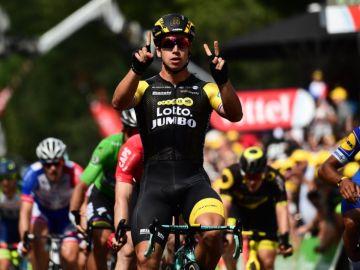 Dylan Groenewegen celebra sus segunda victoria de etapa