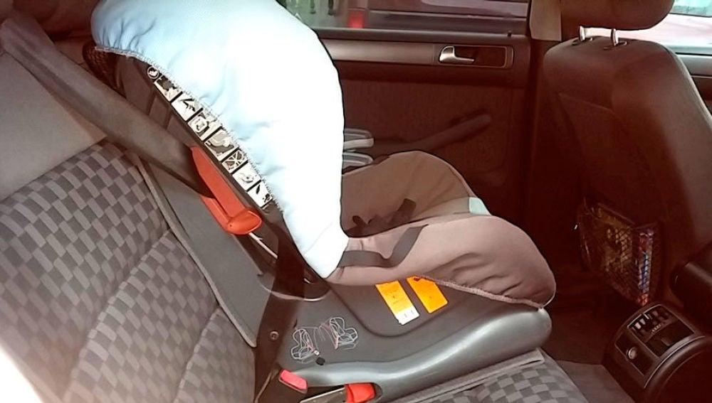 Silla de bebé en un coche
