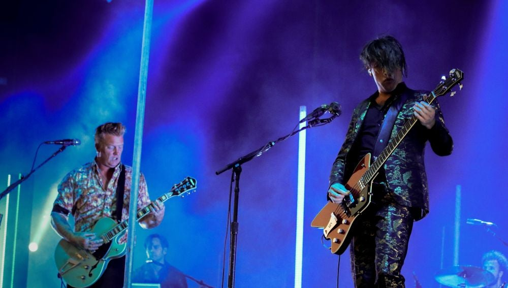 """La banda estadounidense """"Queens of the Stone Age"""", durante el concierto de la última jornada del festival Mad Cool"""
