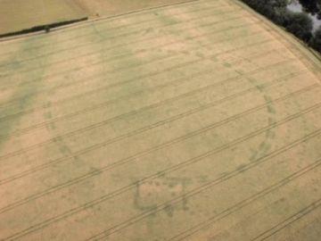 Descubren un enorme monumento prehistórico enterrado en Irlanda