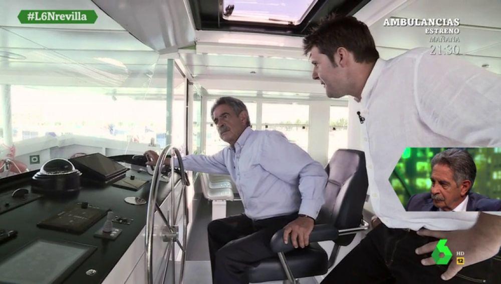 Revilla y Cintora analizan la actualidad a bordo de casas flotantes cántabras y al frente de una embarcación única
