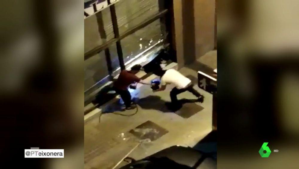 Un grupo de encapuchados asalta un restaurante en Barcelona