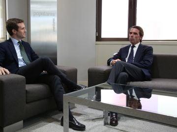 Pablo Casado reunido con José María Aznar en la sede del PP