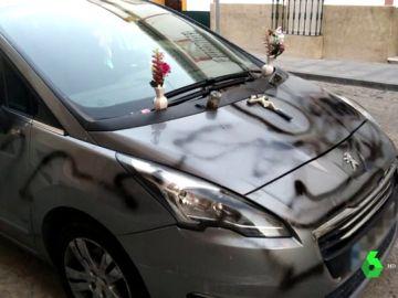 El coche pintado como un ataúd.