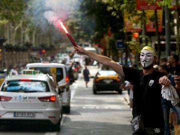 Taxistas de toda España se manifiestan por las calles de Barcelona.