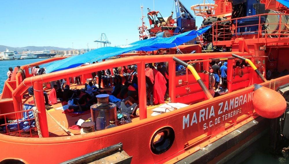 Buque de la Cruz Roja María Zambrano