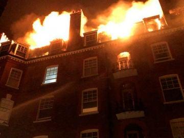 Incendio en un edificio de cinco plantas de Inglewood Road, Londres
