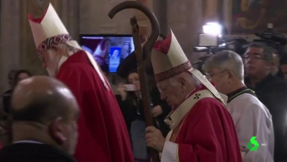 Abuchean en plena catedral a un cardenal chileno imputado por encubrimiento de abusos sexuales