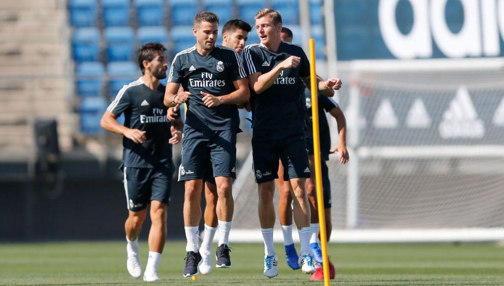 Kroos, Nacho y Asensio se entrenan con el Real Madrid