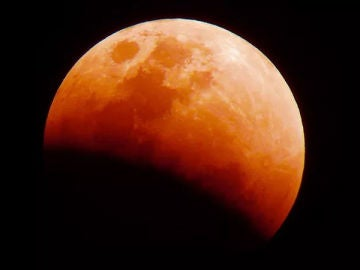 Imagen de un eclipse de luna o luna roja