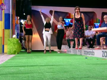 Anna Simon gana la competición de lanzamiento de aceituna