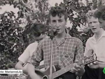 Antes que reyes de la música, adolescentes: los vídeos caseros y maquetas perdidas de Bowie, Adele o Lady Gaga