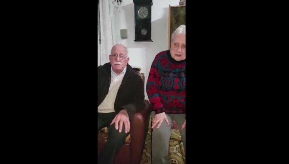 Pareja de ancianos denuncian el robo a través de un vídeo