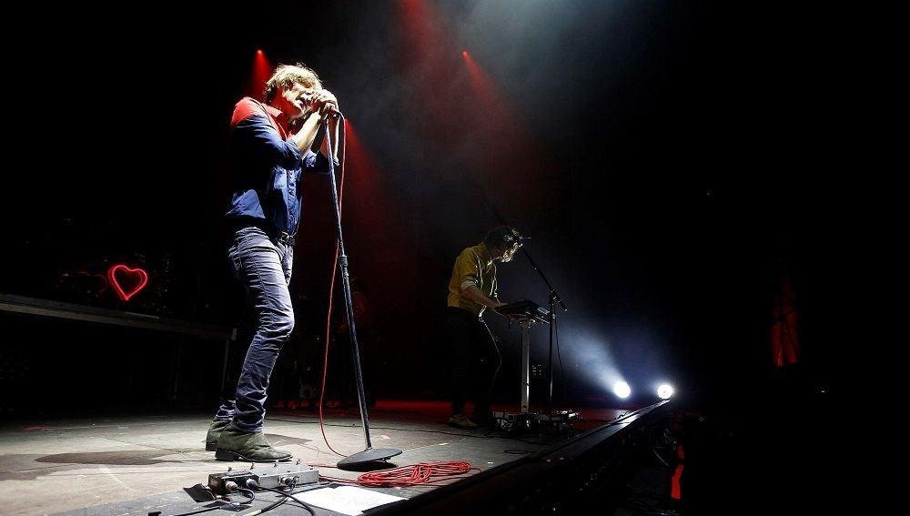 """El cantante de la banda francesa """"Phoenix"""", Thomas Mars, durante el concierto del Low Festival"""
