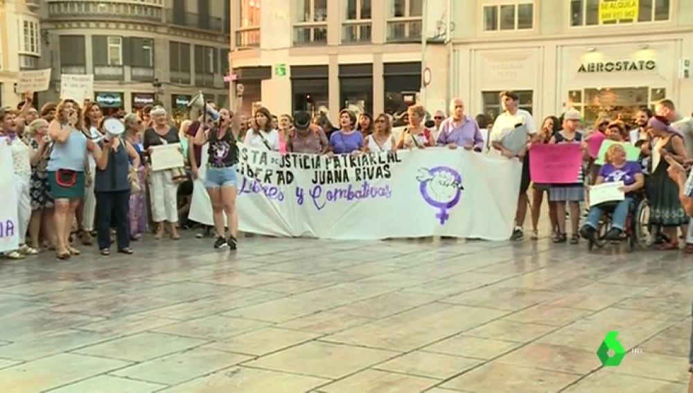 Concentración en Málaga en apoyo a Juana Rivas