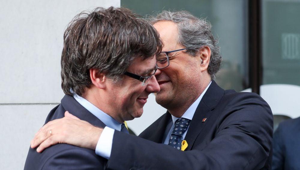 El ex presidente catalán Carles Puigdemont es recibido por el presidente de la Generalitat de Catalunya, Quim Torra, en Bruselas