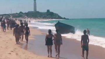 Deshidratados, pidiendo agua y comida: así llegan decenas de migrantes a la playa de Zahora