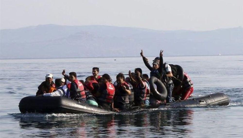 Ciudadanos turcos llegan a las cosas griegas