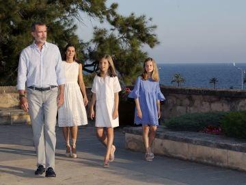 Posado en Palma de los reyes y sus hijas
