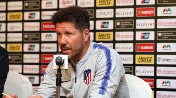 """Deportes Antena 3 (29-07-18) Simeone aclara la polémica del mensaje filtrado en el Mundial: """"Si tengo que elegir a Messi o Cristiano, me quedo con Messi"""""""
