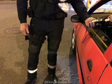 La Policía Local de Sevilla haciendo un control de alcoholemia