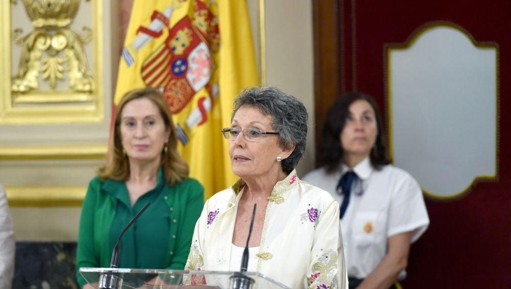 La nueva administradora de RTVE, Rosa María Mateo, pronuncia unas palabras durante el acto de toma de posesión.