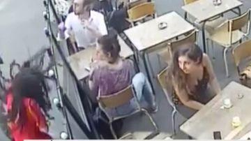 Joven agredida en París