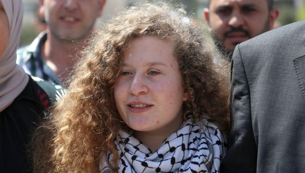 Ahed Tamimi tras su liberación de una prisión militar israelí.