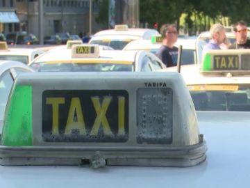 Las licencias de taxi cuestan el doble que las de VTC