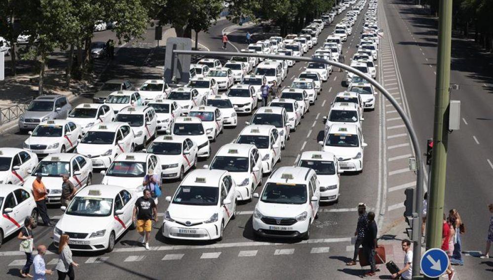 Los taxis paran el Paseo de la Castellana