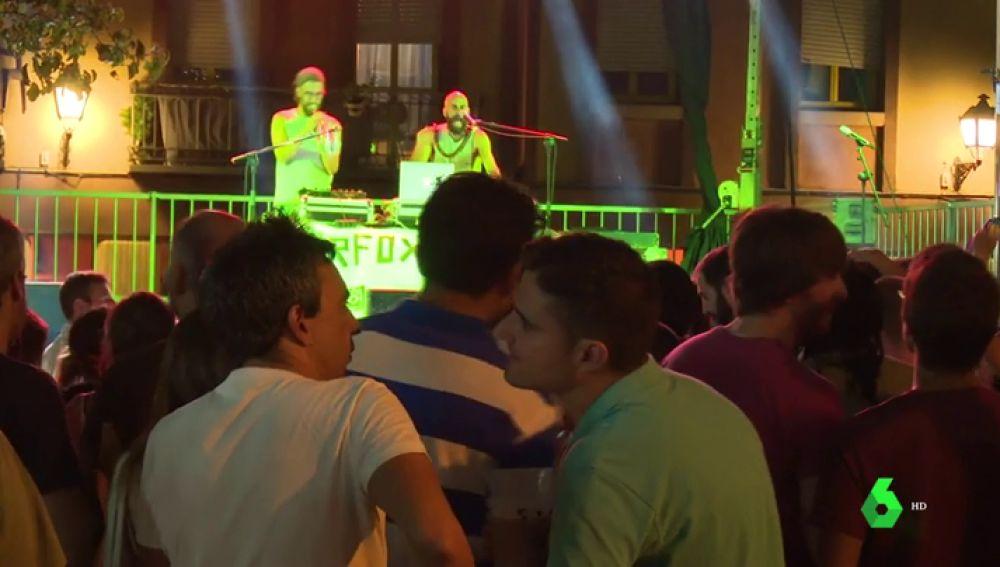 La música no sonará y las barras no venderán: así lucha Lavapiés contra el machismo y la LGTBIfobia en sus fiestas