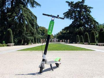 En la imagen el patinete de la empresa Lime