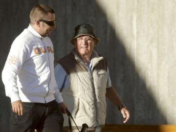Manuel Charlín a su salida de en prisión en 2010.