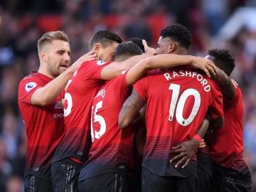 Los jugadores del Manchester United celebran un gol