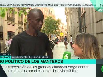 """Los manteros denuncian que les acusen de crear inseguridad: """"No nos gusta ser perseguidos por la policía. También nos da vergüenza"""""""